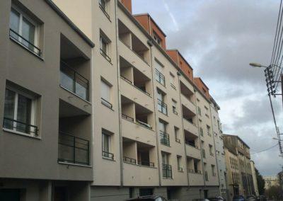 Enduit-finition-grattee-sur-beton-banche-400x284